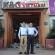 Anh Đặng Phúc Tài và Tô Vĩnh Hậu chụp ảnh lưu niệm cùng nhau tại công ty.